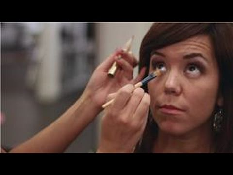 Eye Makeup Tips : How to Apply Concealer Under Eyes