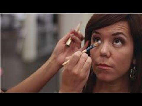 Eye Makeup Tips : How to Apply Concealer Under Eyes