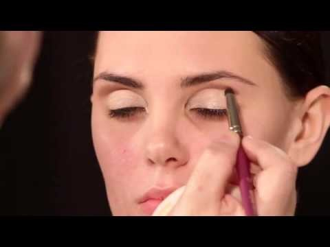 Adele Cat Eye Makeup Tutorial Video with Robert Jones 1