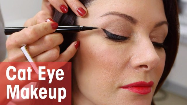Expert Cat Eye Makeup Tutorial